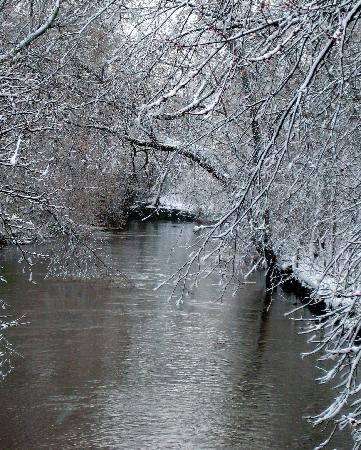 Chicago-river-with-snowy